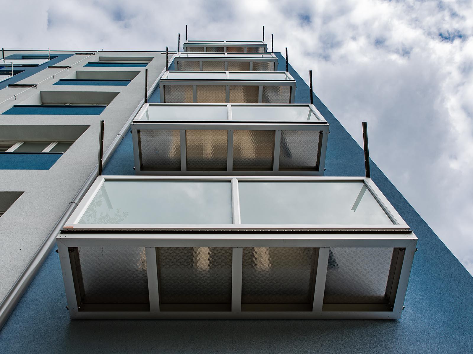 montáž závěsných balkonů